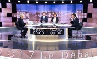 Marine Le Pen et Emmanuel Macron avant le débat, le 3 mai 2017.