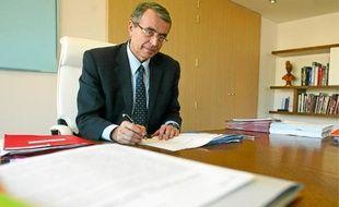 Le président PS de Rhône-Alpes déplore le manque de mesures prises par le Président pour soutenir l'industrie.