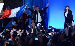 François Hollande a passé un long dimanche dans son fief corrézien de Tulle, où il a prononcé sa première allocution de président élu, avant de rallier Paris pour célébrer sa victoire à la Bastille devant des dizaines de milliers de sympathisants en liesse.