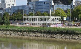 La guinguette est en cours de montage quai Doumergue à Nantes
