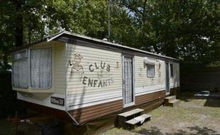 """La caravane abritant le """"club pour enfants"""" dans le camping Pleine Forêt de Andernos-les-Bains, le 21 juillet 2014"""