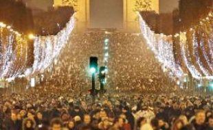 L'avenue des Champs-Elysées, avec les illuminations d'hiver.