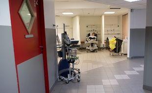 Illustration des services d'urgence dans un hôpital en France.