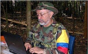 """Interpol a confirmé jeudi """"l'authenticité"""" de documents informatiques trouvés dans les ordinateurs d'un chef de la guérilla tué, prouvant, selon Bogota, des liens entre les dirigeants du Venezuela et de l'Equateur avec les Farc."""