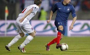 L'attaquant de l'équipe de France Franck Ribéry (en bleu) lors d'un match des qualifications pour l'Euro 2012 face au Luxembourg, le 25 mars 2011 à Luxembourg.