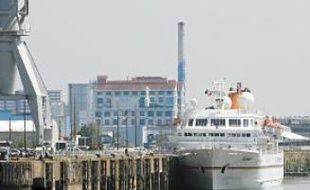 Avant de partir vers Honfleur, le Bremen était amarré jeudi quai Wilson.