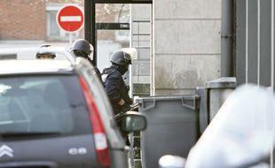 Lille, le 22 décembre 2011. Deux convoyeurs de fonds de la société Brink's ont été victimes d'un braquage à main armée alors qu'ils sortaient d'un bureau de Poste boulevard de Metz