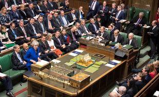 Theresa May et les députés britanniques rassemblés à la Chambre des communes à Londres, le 19 décembre 2018.