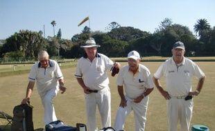 Des joueurs de boule anglaise, au sein du club sélect de Port-Elizabeth, le 3 juillet 2010.