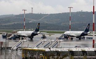 Des avions à l'aéroport d'Athènes.