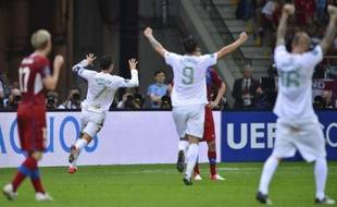 Portuguese forward Cristiano Ronaldo (2nd L) celebrates with team mates after scoring a goal during the Euro 2012 football championships quarter-final match between the Czech Republic and Portugal on June 21, 2012 at the National Stadium in Warsaw. AFP PHOTO / FABRICE COFFRINI