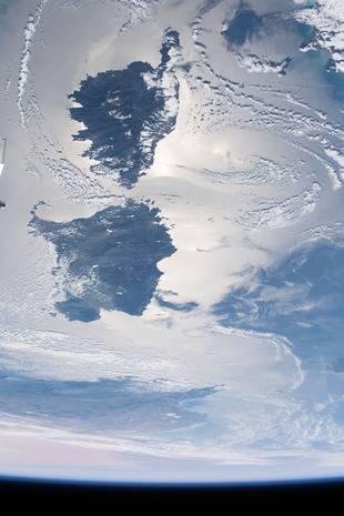 Sunglint méditerranéen sur la Corse et la Sardaigne.