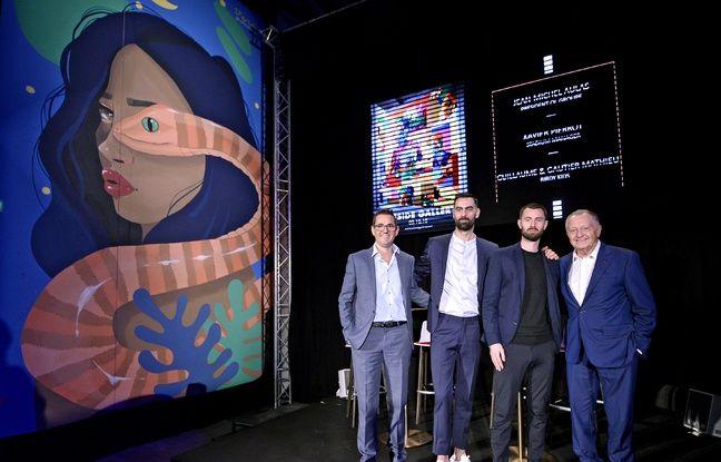 Xavier Pierrot, les Birdy Kids Guillaume et Gautier Mathieu, et Jean-Michel Aulas, réunis mercredi soir au Parc OL pour une inauguration d'Offside Gallery.