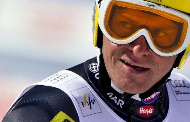 Le champion croate Ivica Kostelic a subi une nouvelle opération de son genou droit dans une clinique suisse, a annoncé mardi la Fédération croate du ski alpin