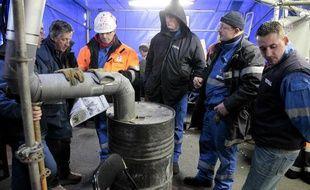 Les salariés de la raffinerie Total de Dunkerque étaient toujours en grève le 24 février 2010 pour protester contre la fermeture du site.