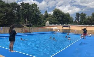 Pour cet été, Lyon accueille sa première piscine éphémère au cœur du parc de la Tête d'or.