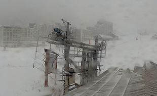 A Isola2000 la neige est déjà tombée en abondance ce vendredi matin.