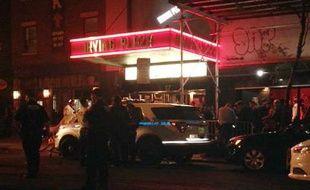 Les policiers entourent le Irving Plaza à Manhattan, où une fusillade lors d'un concert de rap a fait au moins un mort, le 25 mai 2016.