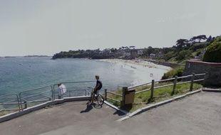 Le corps de la victime a été découvert sur la plage de Saint-Enogat par un joggeur.