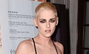 Kristen Stewart et son nouveau look à l'avant première de «Personal Shopper» à Los Angeles