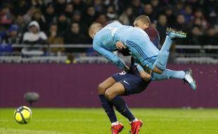 A la 31e minute de jeu dimanche, Anthony Lopes a involontairement percuté de plein fouet Kylian Mbappé en pleine surface.