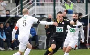 Lille (L1) s'est fait peur avant de s'imposer en prolongation (1-0) contre Compiègne (CFA), échappant au sort d'Ajaccio (L1) éliminé par Bourg-Péronnas (CFA, 3-2 après prolongation), samedi en 16e de finale d'une Coupe de France où il n'y a plus que 12 clubs de L1 en lice.