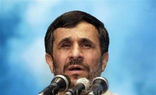 Le président Mahmoud Ahmadinejad a déclaré mardi que l'Iran était prêt au dialogue avec les Etats-Unis mais dans l'égalité et le respect mutuel, lors d'un discours pour le 30e anniversaire de la révolution islamique.