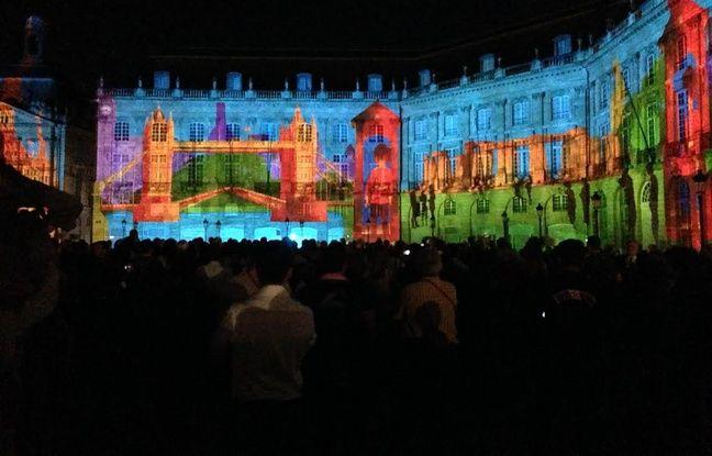 Le spectacle sons et lumières place de la Bourse en 2014.