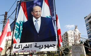 A general view shows a large poster of ex-general Michel Aoun ahead of a parliament session expected to elect him as president and end a political stalemate of more than two years, in Jdeidah, on the northern outskirts of the capital Beirut on October 31, 2016. / AFP PHOTO / ANWAR AMRO