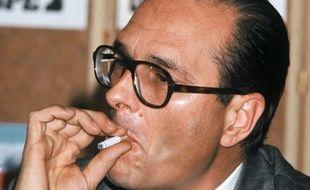 Jacques Chirac au club de la presse a Europe 1. ll avait annonce le 19 janvier 1977 sa candidature a la mairie de Paris.
