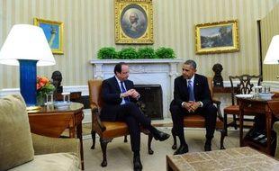 """François Hollande et Barack Obama ont affiché mardi leur volonté d'oeuvrer """"ensemble"""" à relever les grands défis de l'époque, du terrorisme au changement climatique, au début d'une visite en grande pompe du président français à la Maison Blanche."""