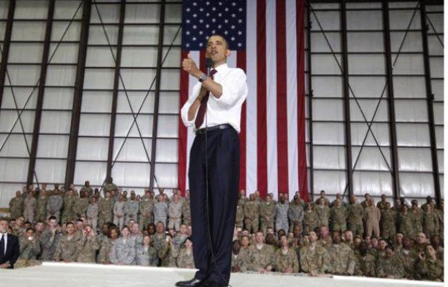 Le président américain Barack Obama s'adresse à ses troupes, sur la base de Bagram, près de Kaboul, le 2 mai  2012.