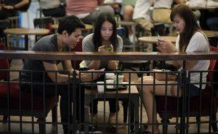 Les ventes d'ordinateurs ont chuté de 10% en 2013 en Asie sous l'effet de la concurrence des smartphones et tablettes, selon les données d'un cabinet d'étude publiées mardi.