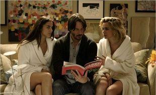 Ana de Armas, Keanu Reeves et Lorenza Izzo dans Knock Knock