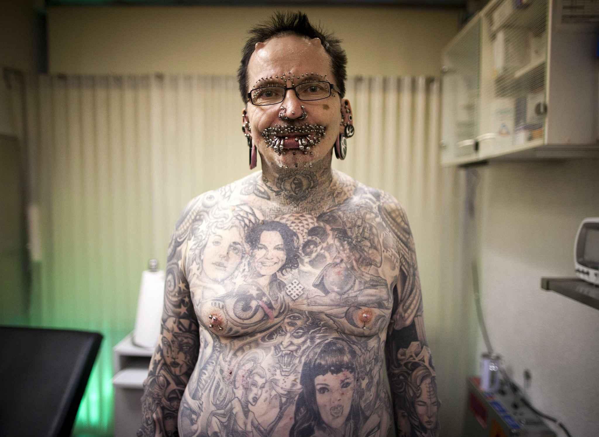 L 39 homme le plus perc du monde interdit d 39 entr e duba - L homme le plus beau au monde ...