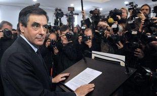 """François Fillon a contre-attaquémardi en annonçant la création d'un groupe parlementaire réunissant ses soutiens, une façon de rester dans la maison UMP mais en faisant """"chambre à part"""" jusqu'à un nouveau scrutin, dixit le filloniste Dominique Dord."""