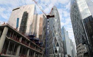 Un immeuble en construction dans le quartier de la Défense, à Paris (image d'illustration).
