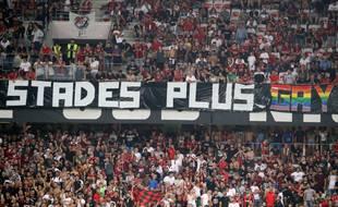 L'une des banderoles des ultras de l'OGC Nice déployées contre l'OM.