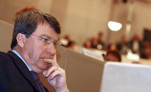 L'ancien ministre du Travail Xavier Darcos (UMP) a été battu au second tour de l'élection régionale en Aquitaine. Ici, lors l'assemblée plénière au conseil régional d'Aquitaine, le 26 mars 2010 à Bordeaux.