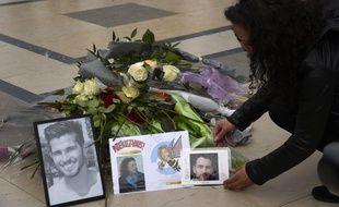 En mars 2017, au Trocadéro, à Paris, lors d'un hommage aux dix personnes ayant été tuées dans le crash sur le tournage de Dropped.