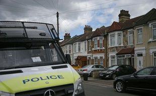La police britannique enquête à Ilford, dans la banlieue est de Londres, le 7 juin 2017.