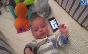 Ce qui calme ce bébé, c'est la musique de Star Wars.