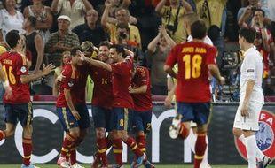 Les joueurs espagnols fêtent leur 2e but face à la France, en quart de finale de l'Euro 2012, le 23 juin 2012, à Donetsk (Ukraine).