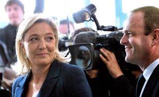 """Marine Le Pen, la présidente du FN, battue à Hénin-Beaumont, a assuré lundi sur France Info que """"la recomposition politique est bel et bien là"""", au vu du résultat des candidats de sa mouvance dimanche, malgré les consignes de l'UMP."""