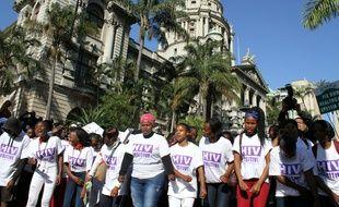 Des centaines d'activistes défilent contre le Sida en marge de la 21eme conférence internationale sur le Sida, à Durban, le 18 juillet 2016