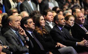 De gauche à droite: Alain Juppé, François Fillon, Carla Bruni-Sarkozy, NKM et Brice Hortefeux au meeting de Marseille (Bouches-du-Rhône) le 19 février 2012.
