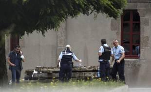 A Saint-Laurent-sur-Sèvre (Vendée), le prêtre Olivier Maire a été tué de coups violents à la tête. Le suspect est mis en cause dans lincendie de la cathédrale de Nantes.