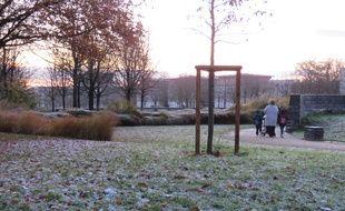 Le parc de Beauregard à Rennes s'est réveillé sous un petit manteau blanc ce vendredi.