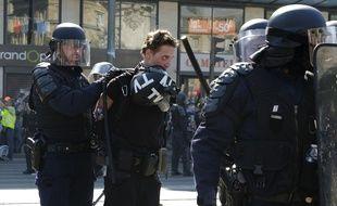 Le journaliste indépendant Gaspard Glanz, interpellé place de la République le 20 avril 2019 à Paris, lors d'une manifestation des «gilets jaunes».