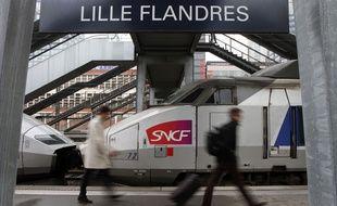 Un TGV Lille-Paris en gare de Lille Flandres.